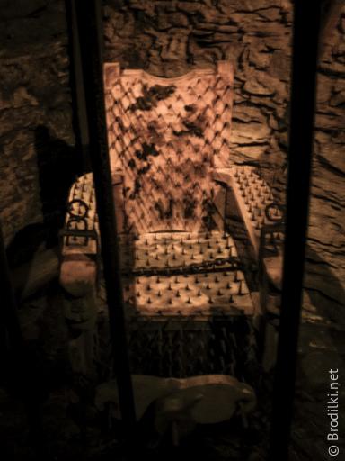Стул ведьмы в музее пыток Чешского Крумлова