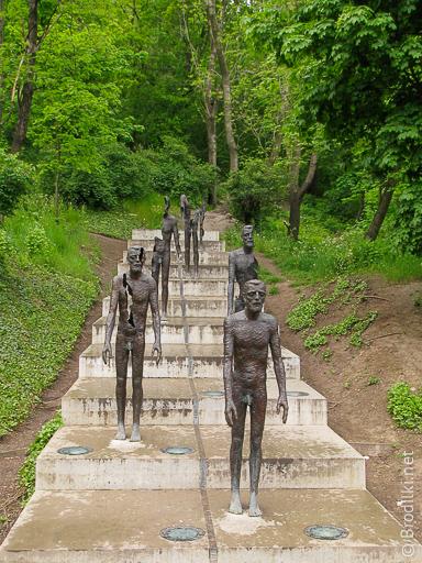Мемориал жертвам коммунизма. Необычные скульптуры Праги