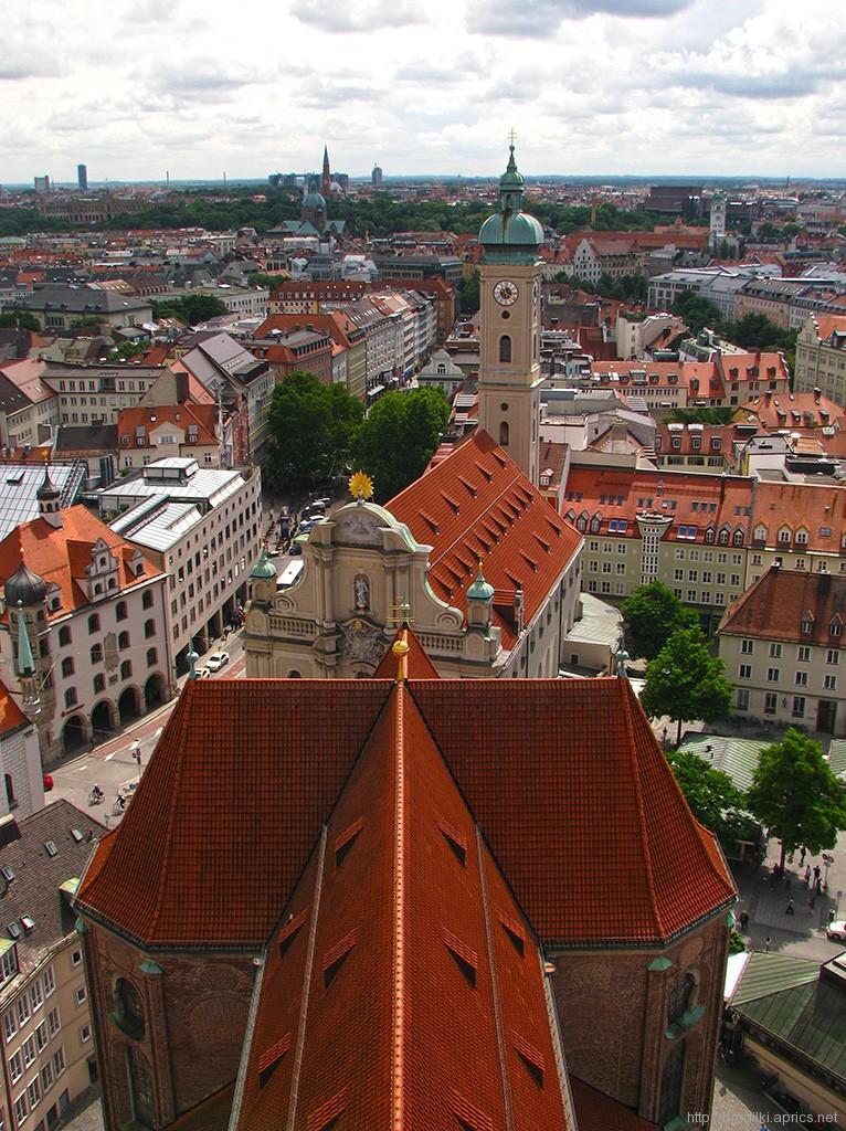 Вид на Мюнхен со смотровой площадки собора Святого Петра (Достопримечательности Мюнхена)