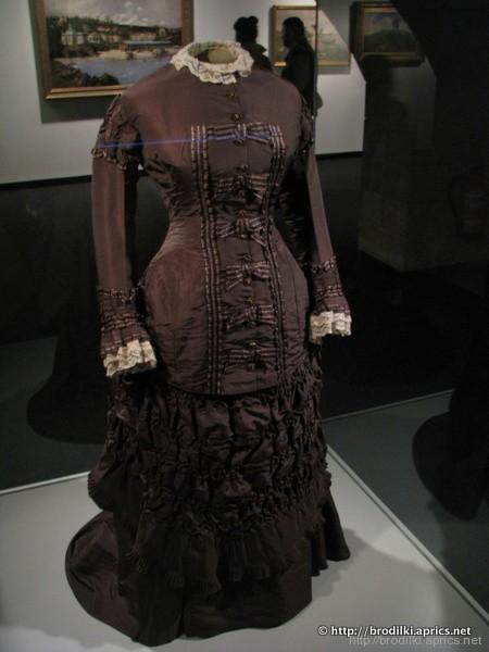 Дамское платье. Музей в Епископском дворце в Жироне