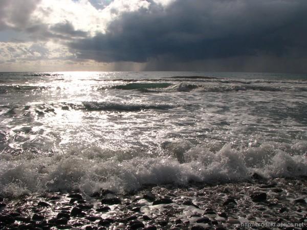 Дождь над морем зимой на Кипре