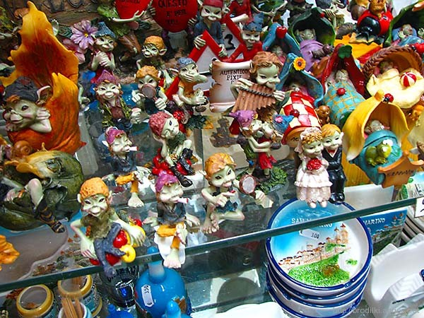 Витрина сувенирного магазина, Сан Марино