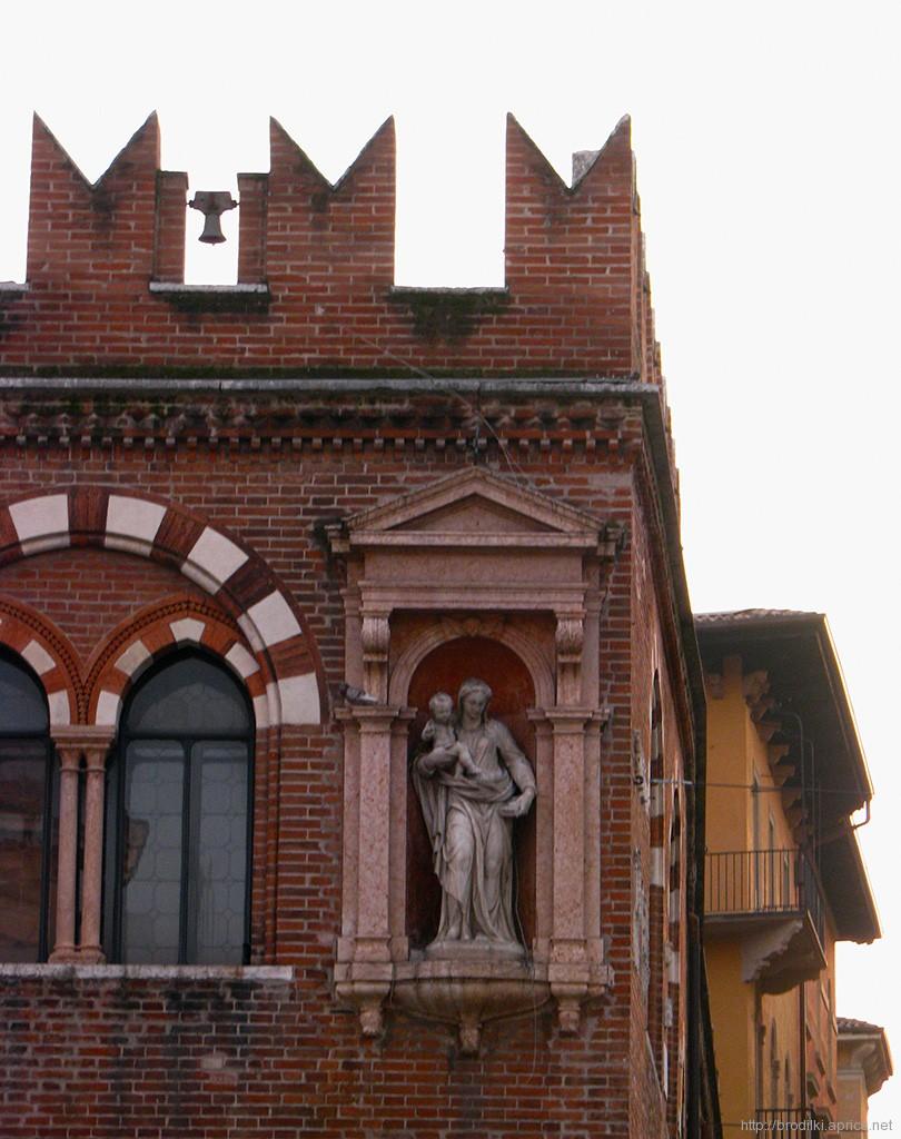 Домус Меркаторум, Верона, Италия
