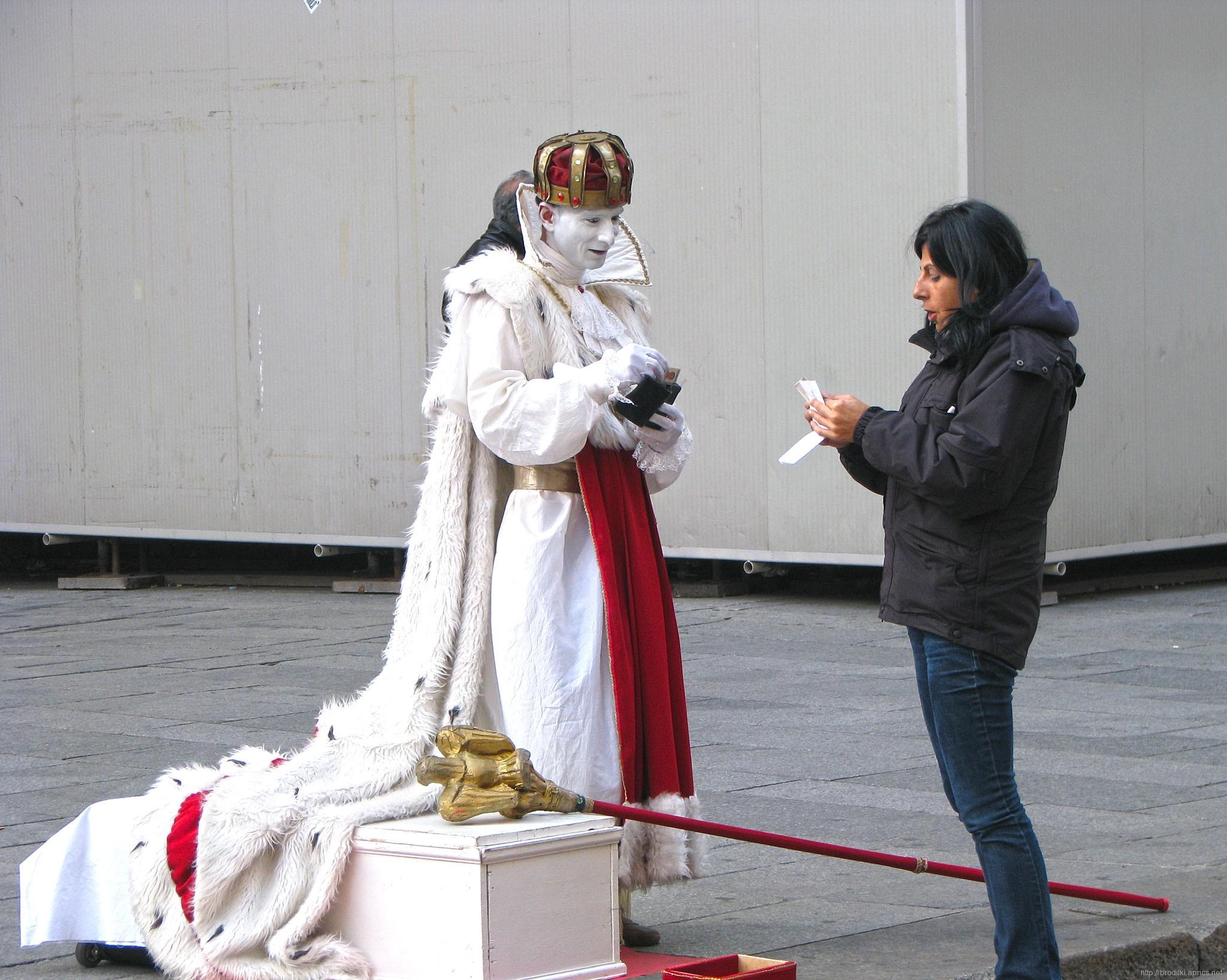 Ожившая статуя, Милан