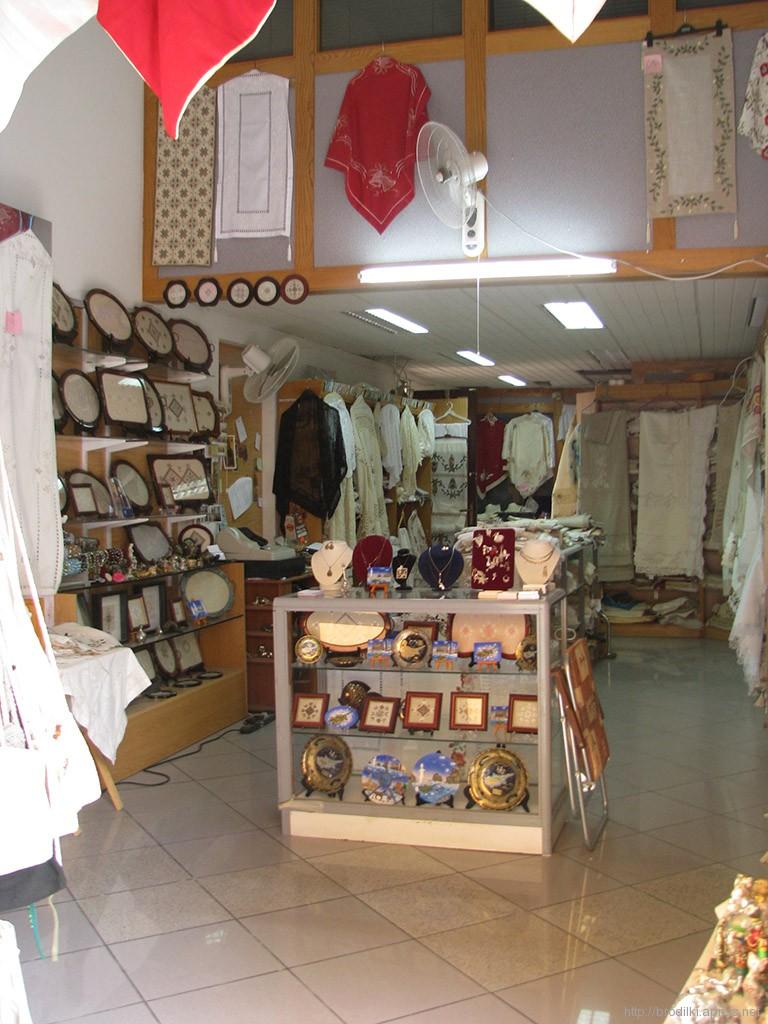 В магазине Лефкары