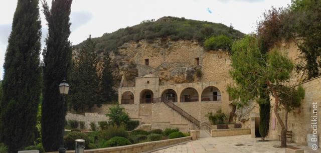 Монастырь Агиос Неофитос, Кипр