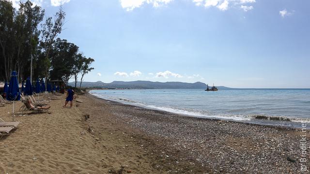 Пляж в районе кэмпинга в Полисе, Кипр