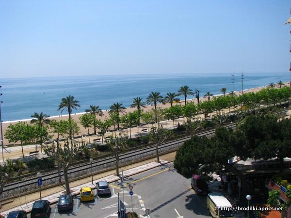 """Вид из номера отеля """"Маритим"""" на море и пляж в Калельи"""