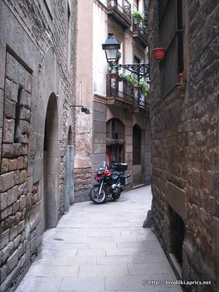 Вид на Готический квартал с Рамблы (Барселона, Испания, достопримечательности)